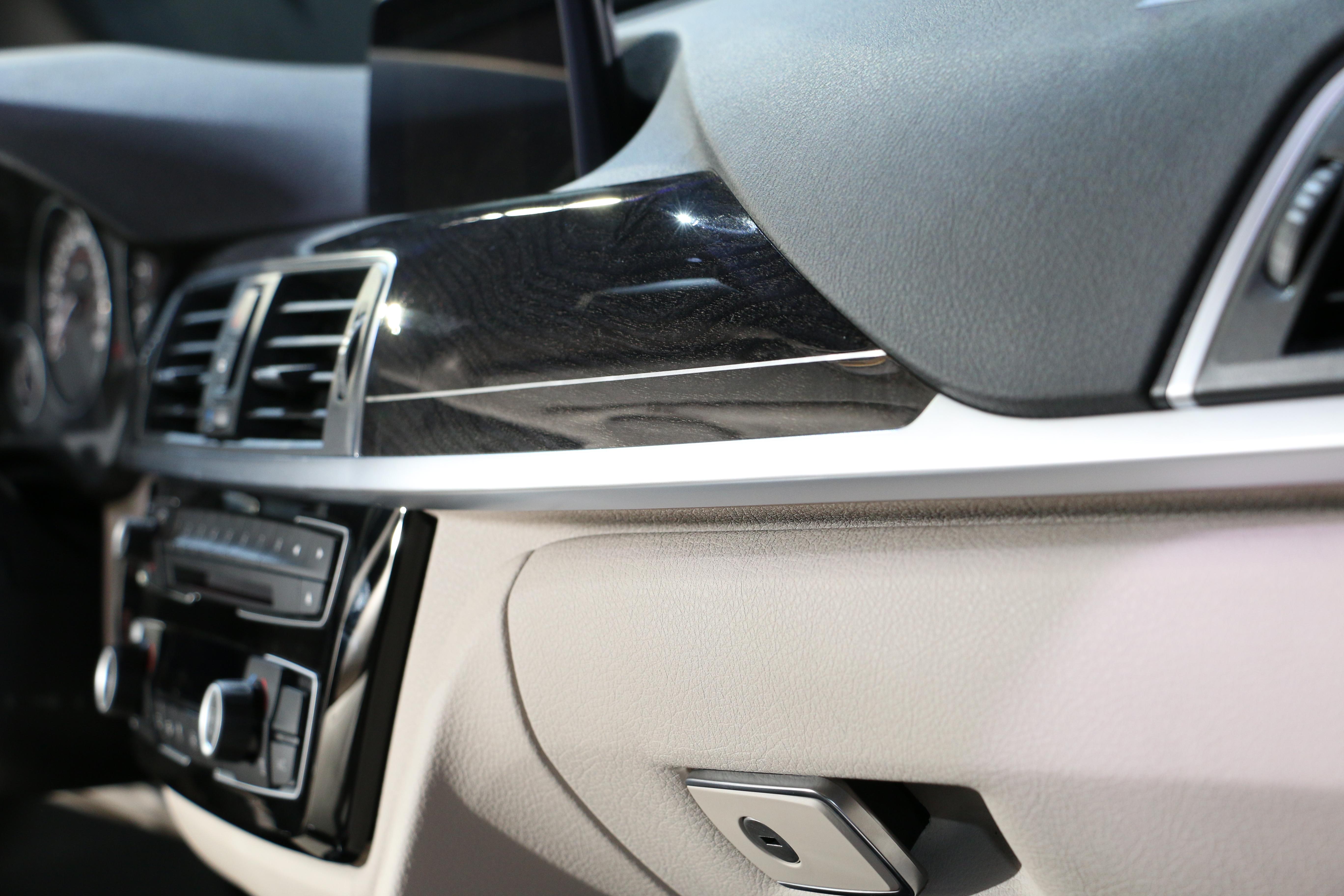 入門車型175萬元起 全新小改款《BMW 3 Series》四門房車、旅行車正式在台發表
