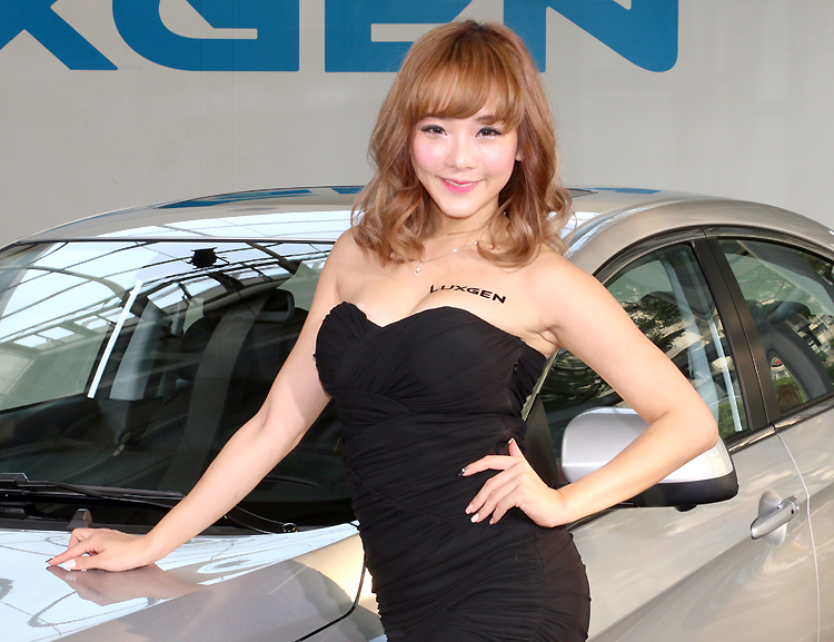 10位模特兒備戰2016台北車展 全新納智捷《Luxgen S3 EV+》電動車預約登場