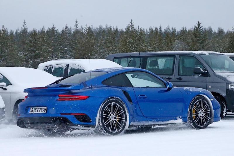 最強911現形上看700匹馬力 新世代《Porsche 911 GT2 RS》測試車雪地展身手