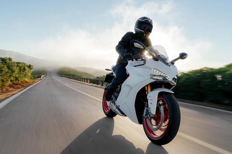 義式二輪旅跑新作 《Ducati SuperSport》於科隆機車展重生