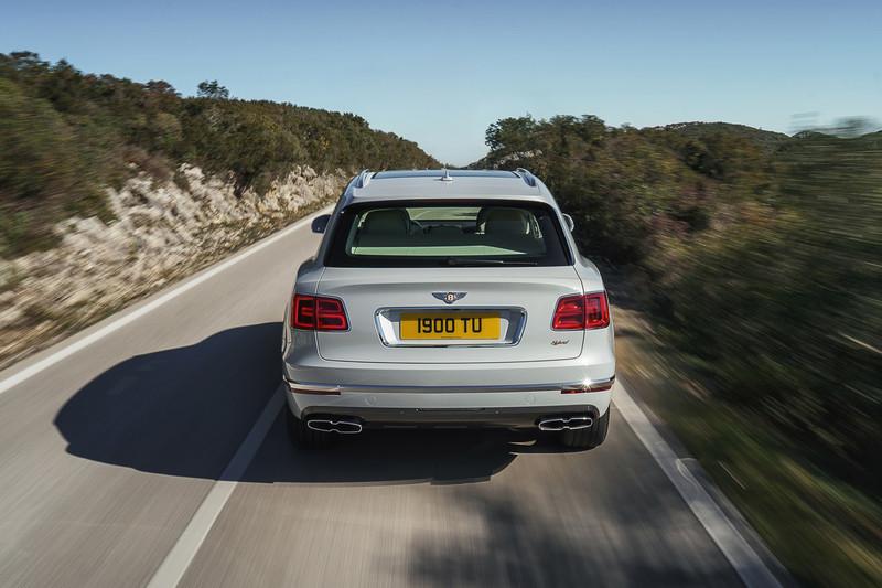 《Bentley》將於2025年推出首款電動車 2023年前全面追加油電動力