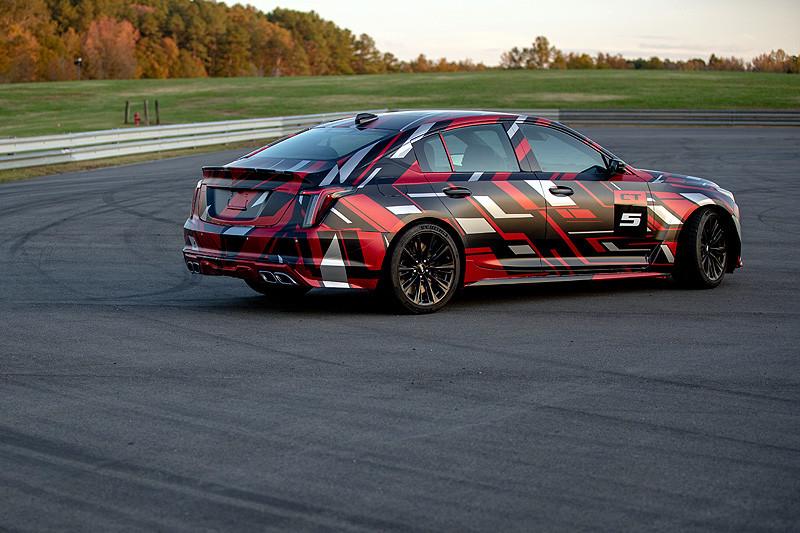 先說會出手排《Cadillac CT4-V/CT5-V Blackwing》詮釋品牌顛峰性能之作