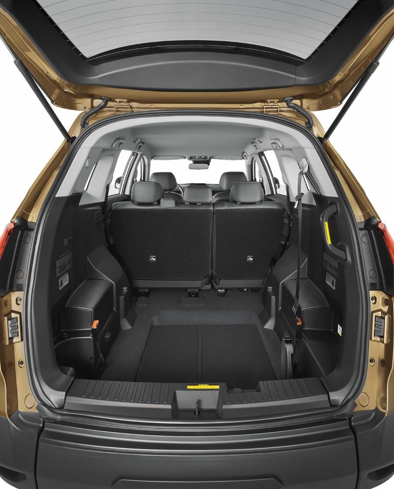 看不到行李廂橫桿!價格、配備、空間、機能無敵!《Luxgen URX 5+1》樂活上市