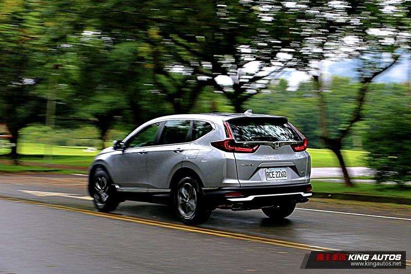 「選車東西軍」之《Ford Kuga》或《Honda CR-V》? 國產中型主力休旅、價差僅3萬元,你偏好哪一款?