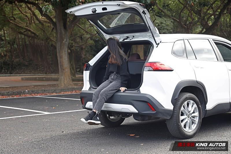 小公主上路︱《Toyota Corolla Cross》國民小男神,不一定完美但就是合妳胃