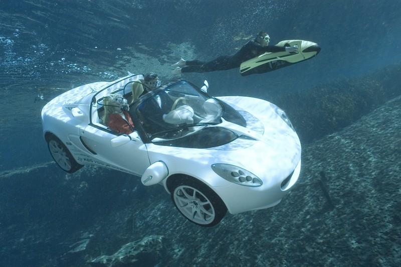 直接開進水裡也沒問題!首款水陸兩棲車《Rinspeed sQuba》 氧氣筒、面罩全都有