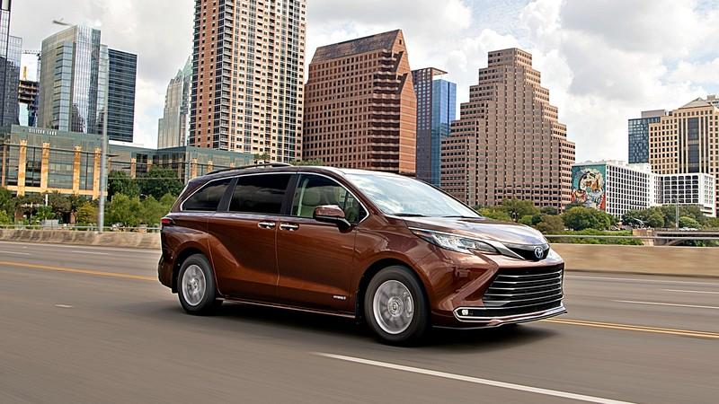 美國IIHS最高安全評價(撞擊測試影片)! 21年式大改款《Toyota Sienna》安全性受到肯定