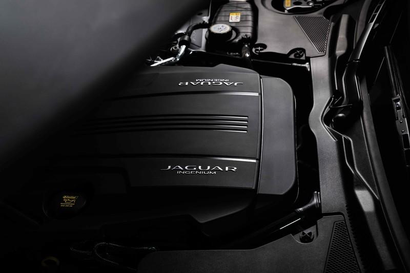 引「豹」超乎想像的力與美!雙座跑車《Jaguar F-TYPE》366萬元起亮眼登台