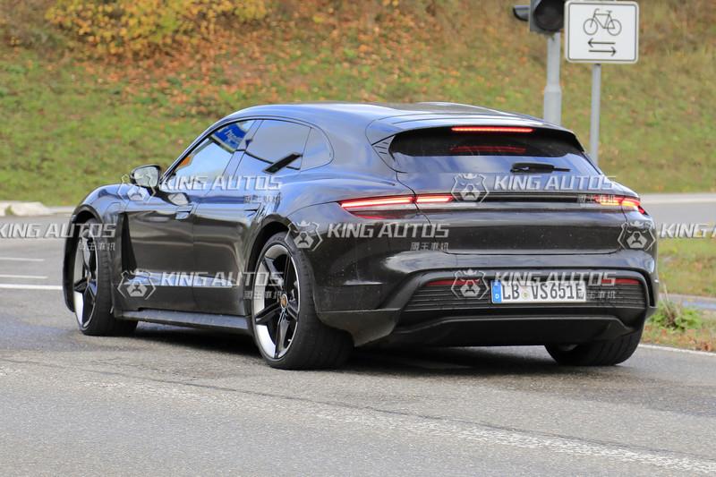 電臀大方秀《Porsche Taycan Cross Turismo》這性感身段還要遮什麼呢?