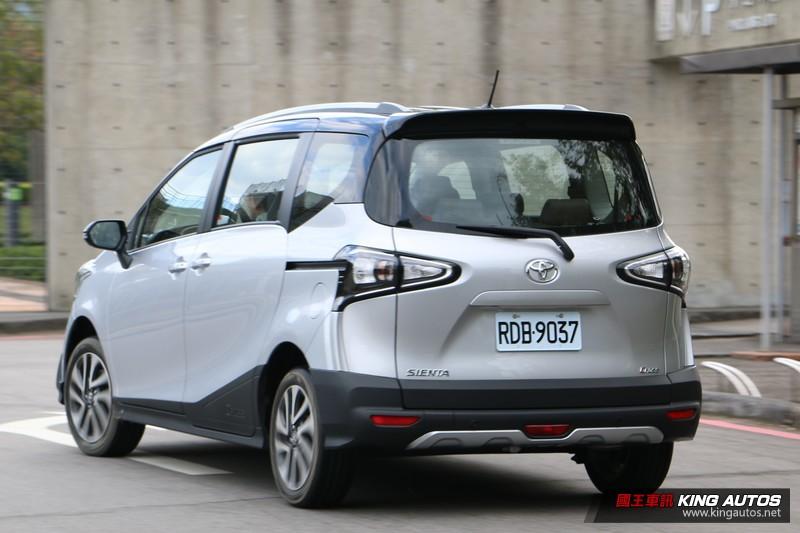 高了兩公分 舒適度大加分《Toyota Sienta Crossover》七人座試駕