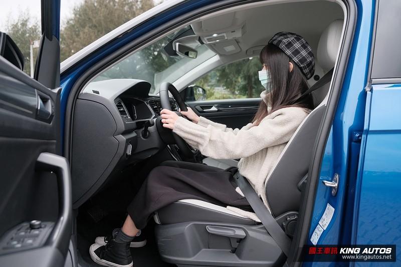 小公主上路︱《Volkswagen T-Roc 280 TSI Style Design》新潮卻可靠的安全感男孩