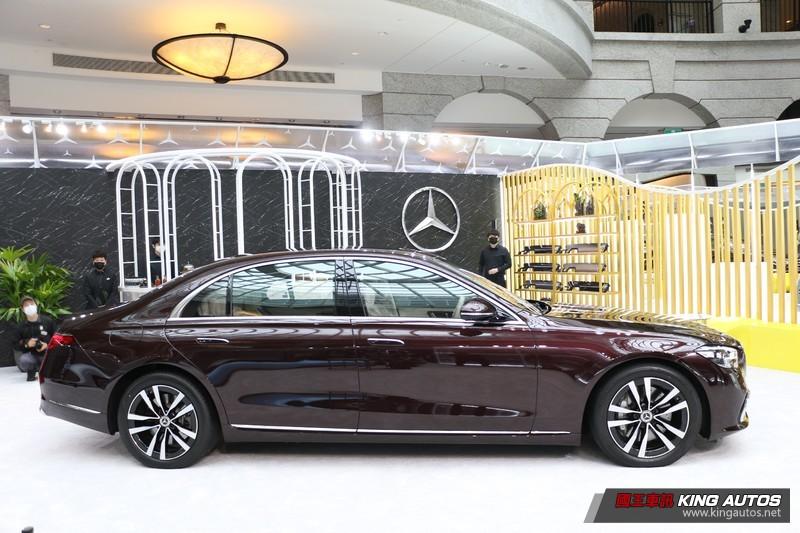 新世代《M-Benz S-Class》446萬元起 搭載後軸轉向系統與後座安全氣囊 車內影音娛樂系統大翻新