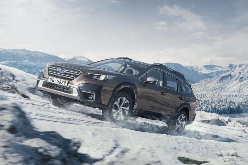 新世代《Skoda Octavia》與短軸三門《Land Rover Defender 90》現蹤!《Toyota Camry HYBRID G(尊爵)》市區油耗93.56Km/L 三月份能源局油耗出爐!