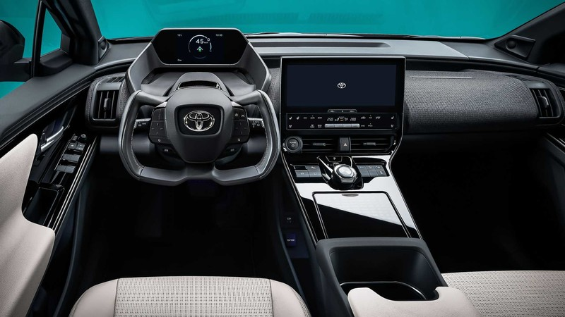 Toyota全新純電休旅《bZ4X》現身!搭載軛式方向盤、太陽能充電系統 明年確定量產