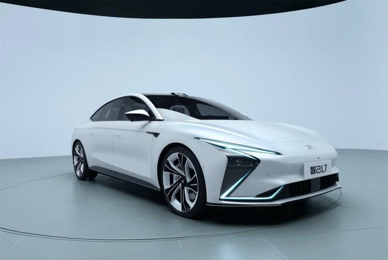 內裝結合《Tesla》和《Benz》?中國電動車《智己L7》續航力破1000公里 零百加速僅3.9秒