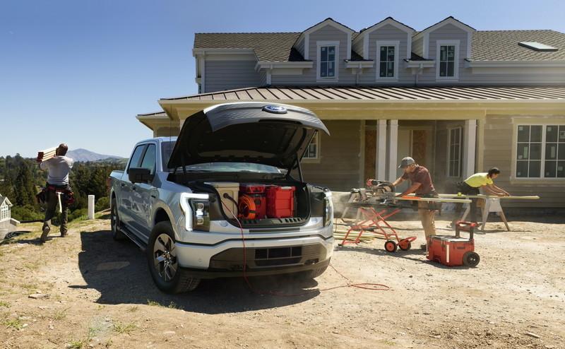 美國總統加持!最新發表的《Ford F-150 Lightning》不只帶電、還快到連F-150 Raptor都追不上