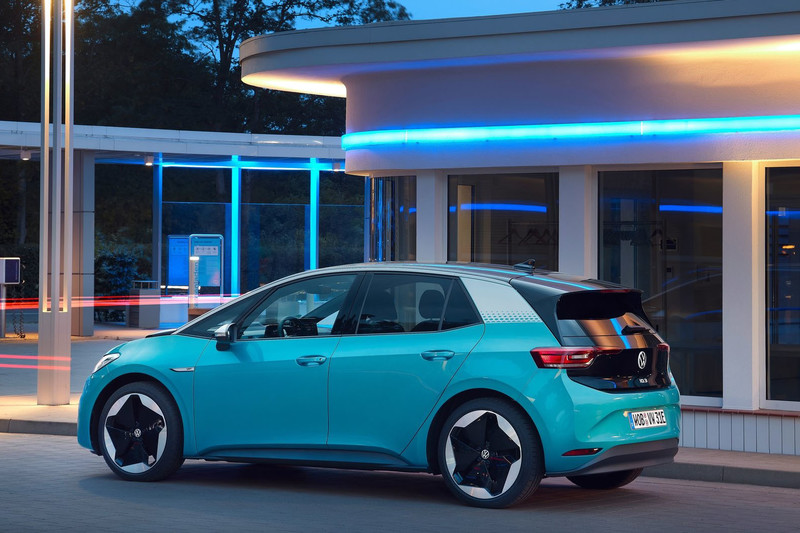 黑馬現身《Volkswagen ID.4》電動車鍍金《Peugeot 208 2008》竟是歐洲盃冠軍!(一)