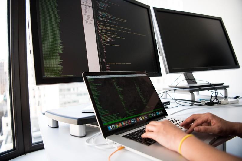 IDC(國際數據資訊)研究顯示:疫情延燒持續挹注PC裝置需求,上游供應鏈缺料為影響出貨關鍵