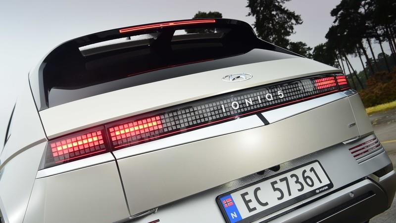 《Hyundai》橫掃英國汽車評選大獎|年度風雲車《Ioniq 5》、最佳中型休旅車《Tucson》今年抵台