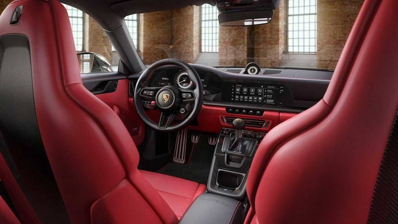 黑到發光!原廠客製化部門把《Porsche 911 GT3 Touring》黑到不能再黑