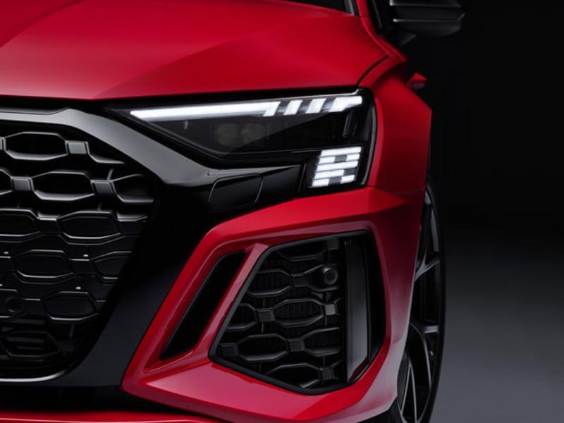 走出停產陰霾 全新《Audi RS 3》延續五缸經典 零百加速快0.3秒 首次導入後軸差速器 頭燈很有戲