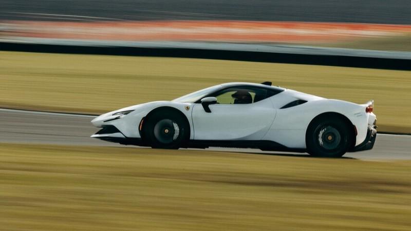 槓上印地500賽車?《Ferrari SF90 Stradale》創Indianapolis賽道量產車最佳單圈紀錄