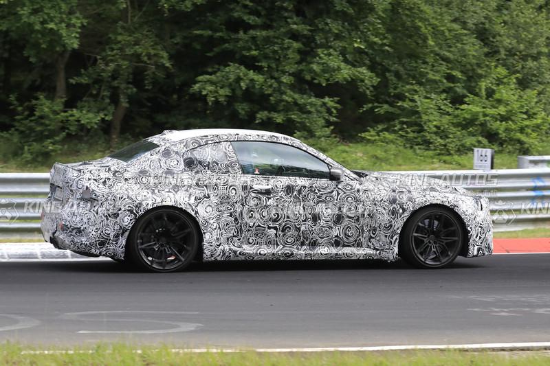 新世代《BMW M2》有曲面大螢幕?輸出比M240i多了100匹?紐柏林賽道測試曝光