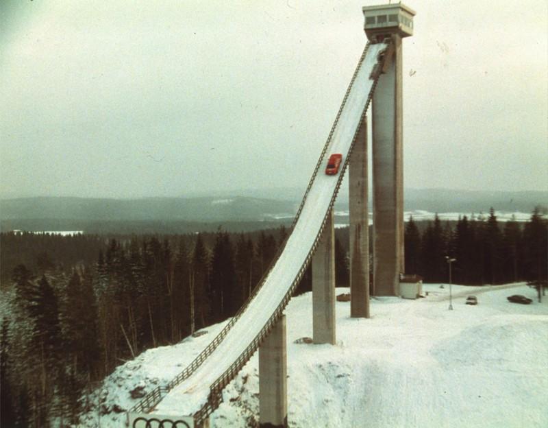四門房車雪攀38.5度陡坡!回味經典的1986年《Audi quattro》廣告