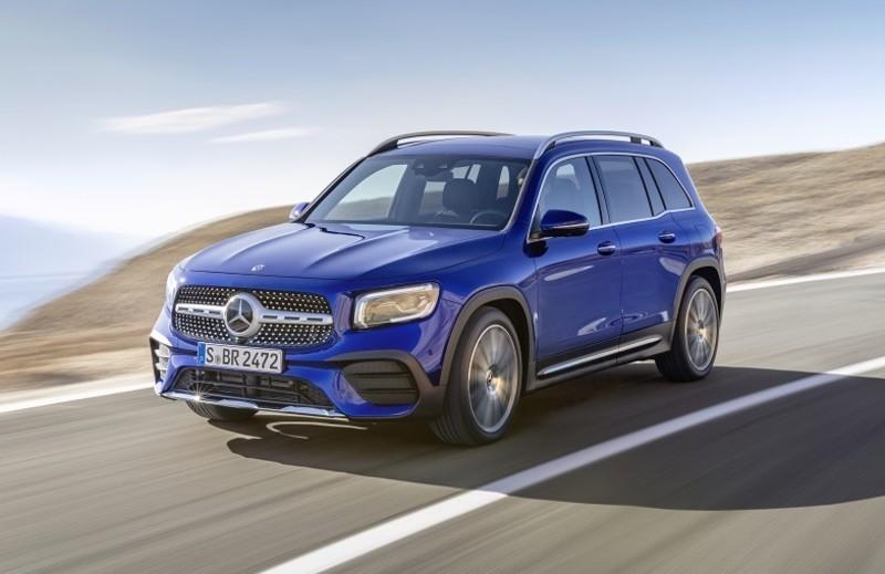 新年式《Mercedes-Benz GLB》追加2.0渦輪動力 標配7人座、全景天窗開價256萬元