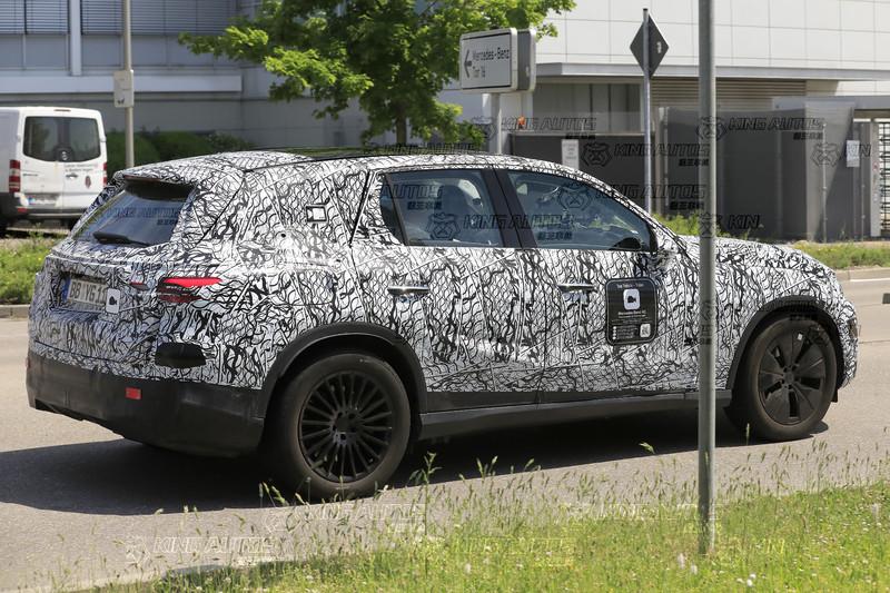 滿天星變鐵絲網!?新世代《Mercedes-Benz GLC》車頭少了一味