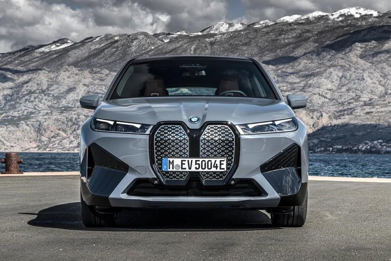 瞄準EQC以大欺小?《BMW》純電休旅《iX》預售價公布、兩車型最低316萬元起
