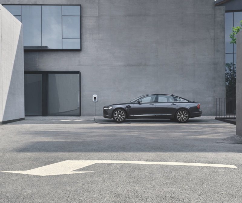 239萬起+雙能電動、輕油電動力+軸距加長12公分=旗艦房車《Volvo S90》在台上市