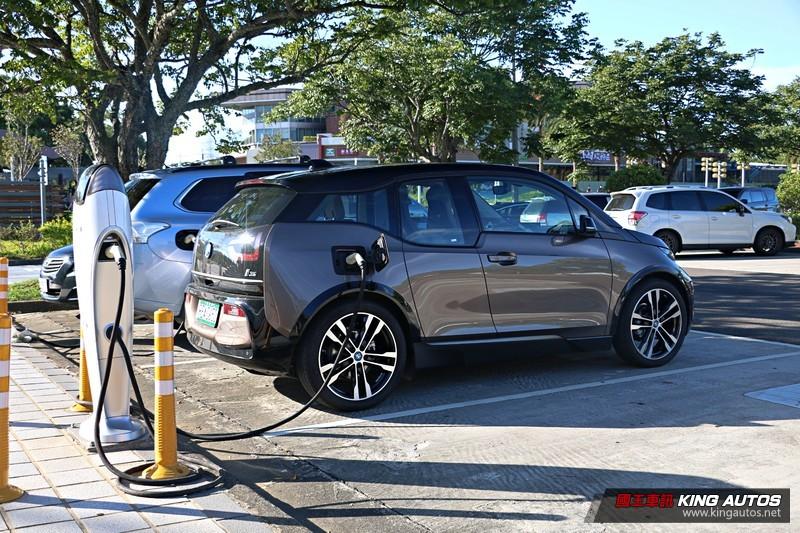 電動車能賣電還能當備援電力!本島首座的「V2G智慧充電示範場」啟用 即日起到這裡免費充電