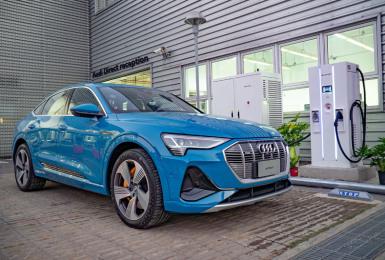 導入全新家用充電規格!《Audi e-tron X Noodoe》推出「透明化安裝方案」 桃園、台南新增極速充電站