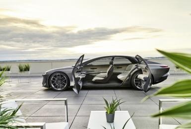 Level 4自動駕駛+前座專屬吧台+續航力破750公里=四人座純電《Audi grandsphere concept》全球亮相
