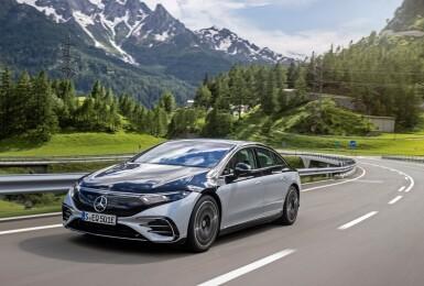 283.7萬元就能買到!純電帥哥《Mercedes-Benz EQS》今年秋季抵達美國市場 這個浮誇內裝你喜歡嗎?