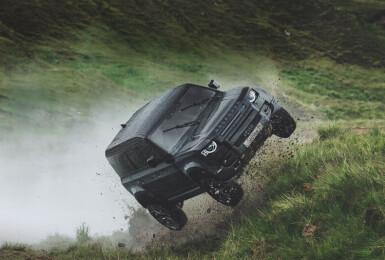 類似限量100輛之007紀念款《Defender 90 V8》Carpathian Edition特仕版 650萬元開始接單