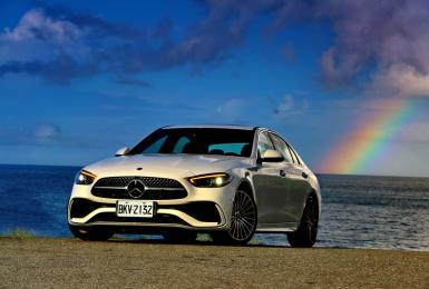 3系列與A4請接招《Mercedes-Benz C-Class》強勢來襲《C300》充滿精華!