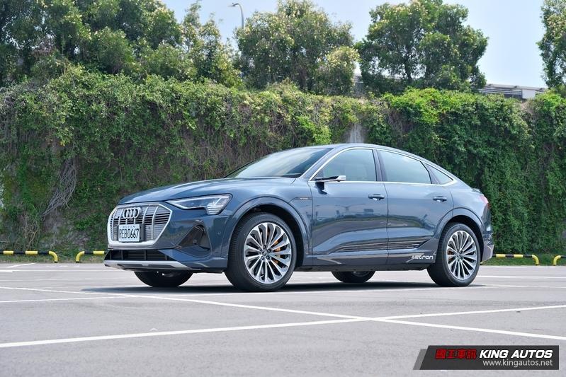 芯手上路 油車、電車,真的快分不清楚!純電帥哥《Audi e-tron Sportback 55 quattro》怎麼可以那麼好開?
